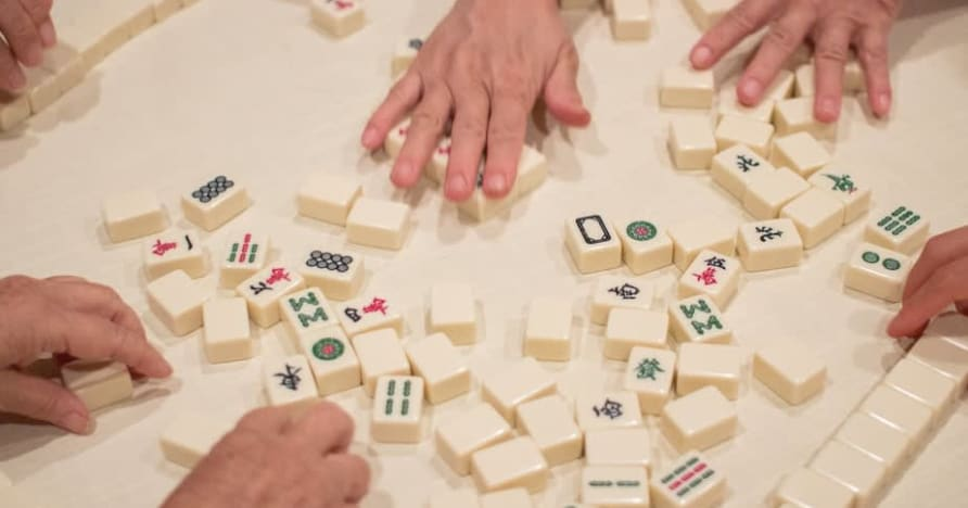 Brief History of Mahjong and How to Play it